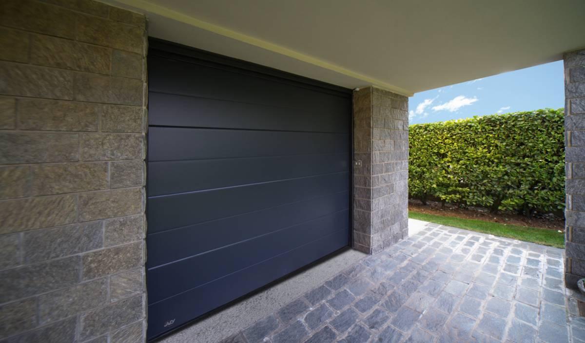 Porte de garage sectionnelle noire